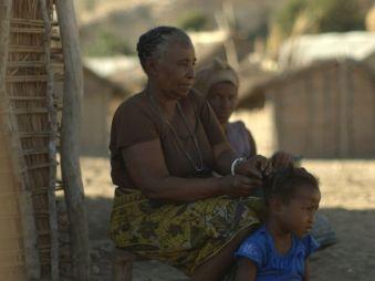 Movie pictures Médecines d'ailleurs - Madagascar + La Réunion