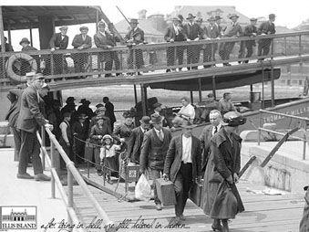 Movie pictures Ellis Island, une histoire du rêve américain